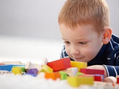 Эмоции малыша и взаимодействие с игрушкой