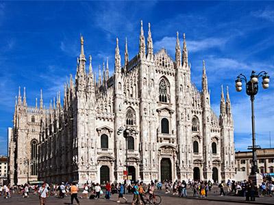 Вы собираетесь посетить один из городов высокой моды, чудесного курорта и великолепной архитектуры? В таком случае вам нужно обязательно побывать на севере Италии. Вторым по своей красоте и величине в Италии считается Милан, который является законодателем и центром всех модных тенденций. Добраться к нему можно на самолете, поезде и автобусе. Затем вам предстоит путешествие на автомобиле. Можно нанять такси, а зная расписание поехать на общественном транспорте. Но самым удобным и быстрым передвижением является заказанный трансфер в Милане.